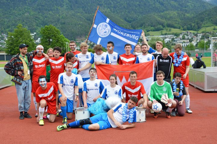 """Mit zwei Teams nahm die Katholisch-Theologische Fakultät der Universität Würzburg  am """"TheoCup"""" teil, dem internationalen Fußballturnier der Theologiestudenten."""