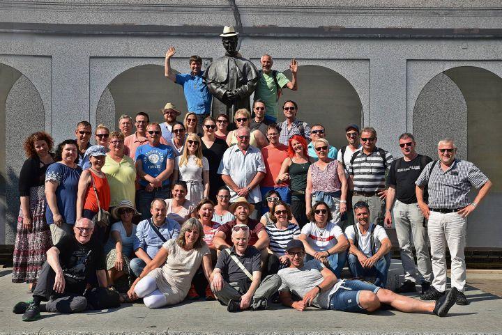 Erlebnisreiche Tage verbrachten Mitarbeiterinnen und Mitarbeiter des Caritas-Don Bosco Bildungszentrums auf ihrer Fortbildungsreise, hier vor der Statue Don Boscos in Valdocco.