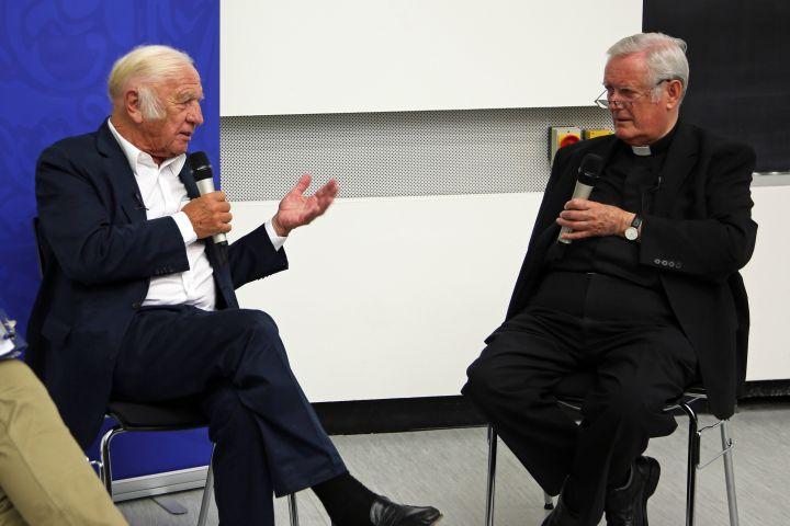 Die Freiheit der Kunst steht für den Maler und Bildhauer Heinz Mack (links) und Bischof em. Dr. Friedhelm Hofmann im Vordergrund.