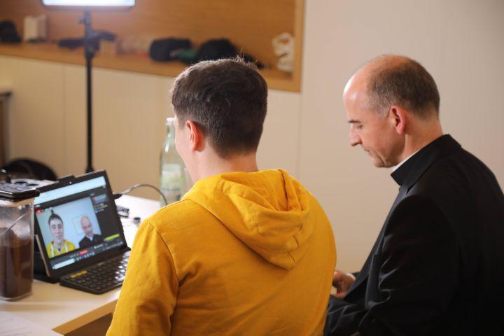 Live aus dem Medienhaus des Bistums Würzburg ist am Freitag, 7. Juni, eine Vesper mit Bischof Dr. Franz Jung via YouTube ins Internet gestreamt worden.