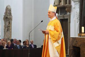 """Bischof Dr. Franz Jung dankte allen Menschen im Bistum Würzburg für den """"gemeinsamen Aufbruch"""" im vergangenen Jahr."""