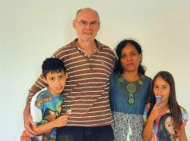 """Wolfgang """"Amadeus"""" Wackerbauer mit seiner Frau Susana und den beiden Kindern."""