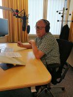 """Eberhard Schellenberger führt durch die Sendung """"Fränkisch vor 7""""."""