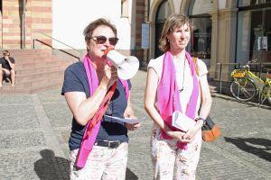 Angelika Goj (links) vom KAB-Ortsverband Unterdürrbach und Susanne Öttinger vom KAB-Ortsverband Lengfeld hatten die Aktion organisiert.