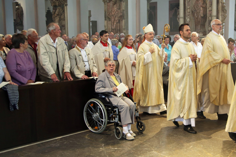 Bischof Dr. Franz Jung feierte mit den Ehejubilaren einen Pontifikalgottesdienst im Kiliansdom.