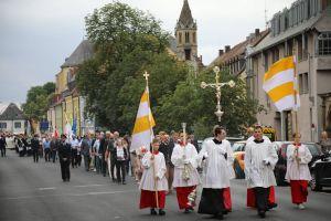 Mit einer feierlichen Prozession von Sankt Burkard in den Kiliansdom und einem Pontifikalgottesdienst ist am Sonntag, 7. Juli, die Kiliani-Wallfahrtswoche 2019 eröffnet worden.