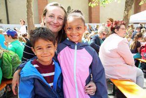 Elisabeth Lind aus Tyler im US-Bundesstaat Texas mit ihren Kindern Karla und Gabriel.