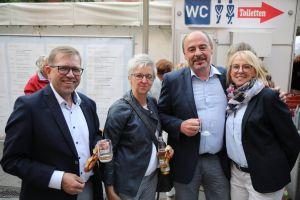 Von links: Klaus und Christine Wienand und zweier Bürgermeister Norbert Ries und Ehefrau Regina.