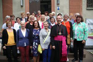 Nach dem Pontifikalgottesdienst am Tag der Pfarrhausfrauen kam Bischof Dr. Franz Jung mit Vertreterinnen der Berufsgemeinschaft der Pfarrhausfrauen ins Gespräch.