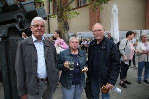 Vergangenes Wochenende in Walldürn auf Wallfahrt, heute in Würzburg (von links): Dietmar Weimer, Helma Weber und Fritz Weber aus dem Dekanat Miltenberg.