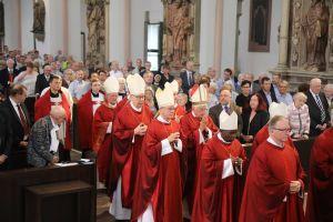 Bischof em. Dr. Friedhelm Hofmann feierte gemeinsam mit Kardinal Rainer Woelki und zahlreichen Bischöfen am Dienstag, 9. Juli, einen Pontifikalgottesdienst im Würzburger Kiliansdom.