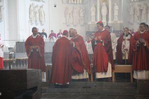 Bischof em. Dr. Friedhelm Hofmann dankte seinem Nachfolger Bischof Dr. Franz Jung für die Begrüßung der Ehrengäste und die Einladung, sein Priesterjubiläum in der Kiliani-Wallfahrtswoche beim Tag der Priester, Diakone und pastoralen Kräfte nachzufeiern.