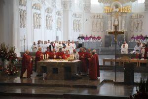 Zusammen mit Kardinal Rainer Woelki und zahlreichen Bischöfen feierte Bischof em. Dr. Friedhelm Hofmann einen Pontifikalgottesdienst aus Anlass seines Goldenen Priesterjubiläums.