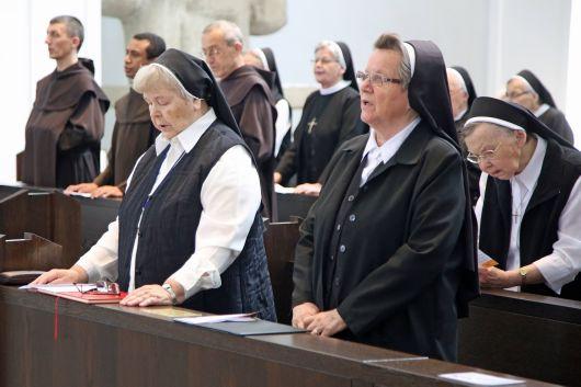 Rund 250 Gläubige feierten mit Weihbischof Ulrich Boom die Kiliani-Wallfahrt der Orden und der Weltmission im Würzburger Kiliansdom.