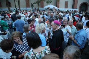 Viele Gottesdiensthelfer suchten das Gespräch mit Bischof Dr. Franz Jung.