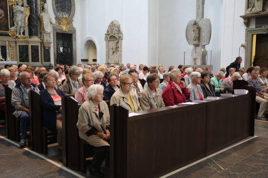 Bischof Dr. Franz Jung feiert Kiliani-Wallfahrt der Dekanate Bad Kissingen, Hammelburg, Haßberge, Schweinfurt-Nord und -Süd sowie der Stadtpfarrei Schweinfurt mit rund 750 Gläubigen im Kiliansdom.