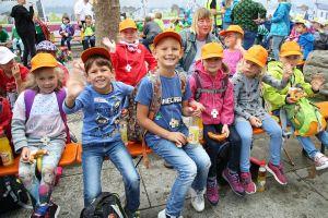"""Die Kinder vom Kindergarten """"Zwergenhöhle"""" in Himmelstadt."""