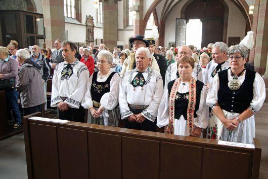Mit mehr als 200 Gläubigen feierte Weihbischof Ulrich Boom in der Marienkapelle den Kiliani-Gottesdienst für Aussiedler und Vertriebene.