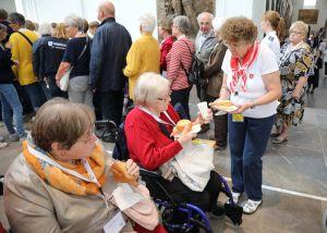 Viele Freiwillige der Malteser und der Caritas kümmerten sich um die Versorgung der Kranken und Behinderten.