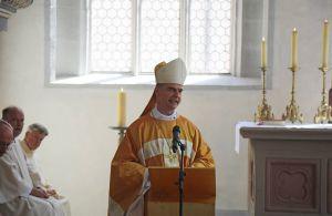 In seiner Predigt blickte Bischof Dr. Franz Jung auf Parallelen zwischen der Architektur der Marienkirche und Anrufungen Mariens aus der Lauretanischen Litanei.
