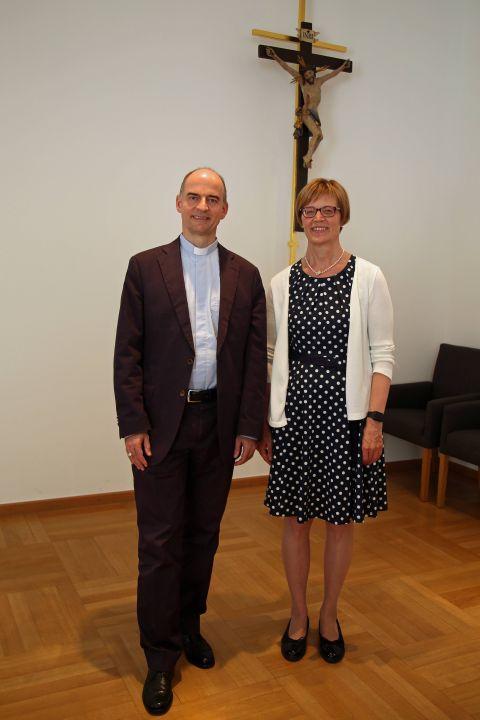 Zu einem Gespräch trafen sich Bischof Dr. Franz Jung und Regionalbischöfin Gisela Bornowski am Dienstag, 30. Juli, im Würzburger Bischofshaus.