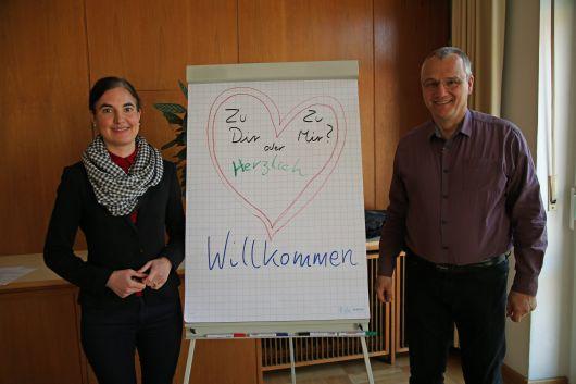Melanie Jörg-Kluger und Frank Hofmann-Kasang leiten das Seminar, das sich speziell an katholisch-evangelische Paare vor der Hochzeit richtet.