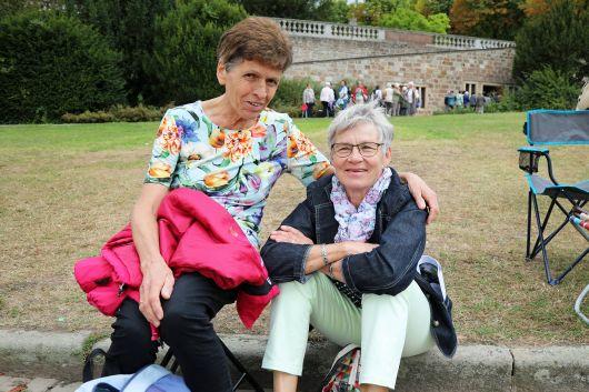 Klara Ries (links) aus Eußenheim-Bühler und Elisabeth Kurz aus Mackenzell bei Fulda.