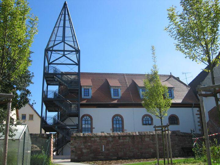 Die Alte Kirche von Wenigumstadt aus dem Jahre 1719 erstrahlt nach der umfangreichen Renovierung durch die Marktgemeinde Großostheim in neuem Glanz.