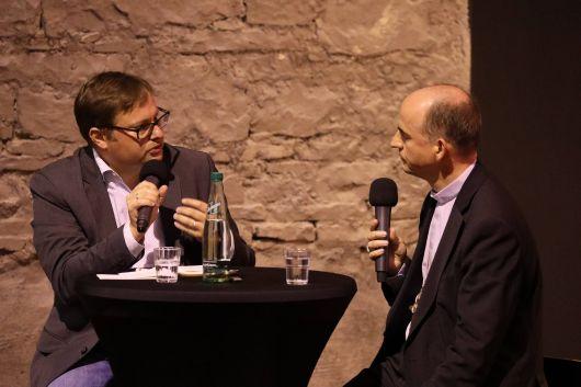 Christian Wölfel vom BR moderierte nach dem Film das Gespräch mit Bischof Dr. Franz Jung (rechts).