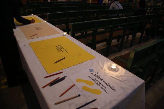 In Sankt Stephan waren die Besucher auch zur Schreibmeditation eingeladen.