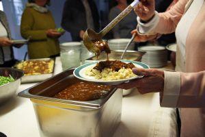 """Spätzle mit Gulasch als Mittagessen beim """"Eat-in"""""""