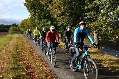 Gute Laune und Spaß an der Bewegung waren Trumpf bei der Fahrradtour für Männer der KLB – vor allem, wenn mal für kurze Zeit die Sonne raus kam.