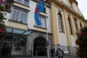 """Seit 25 Jahren gibt es den """"GesprächsLaden"""" bei der Würzburger Augustinerkirche."""