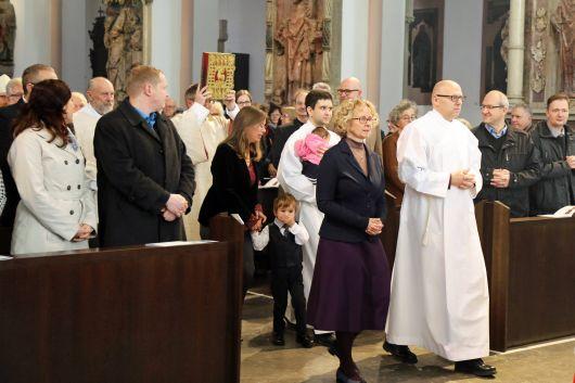 Bei einem Gottesdienst im Würzburger Kiliansdom weihte Bischof Dr. Franz Jung Robert Gerber (vorne) und Thomas Wolf zu Ständigen Diakonen.