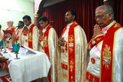 Einen Gottesdienst im syro-malabrischen Ritus feiern indische Mönche am Samstag, 19. Oktober, zur Einstimmung auf den Sonntag der Weltmission in der Abteikirche von Münsterschwarzach.