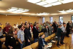 Spontane Umfrage unter den Delegierten des Diözesanrats der Katholiken im Bistum Würzburg: Alle, die hier stehen, sind in mehreren Gremien aktiv.