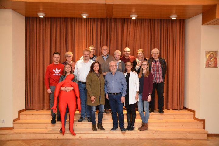 Die Schauspielgruppe um Regisseurin Maria Wehner und Leiter Franz-Josef Götz.(Mitte)