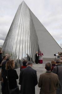 Bei einer ökumenischen Feier ist am Freitag, 25. Oktober, die ehemalige Wegkapelle auf dem Landesgartenschaugelände als ökumenische Trinitatiskapelle eingeweiht worden.
