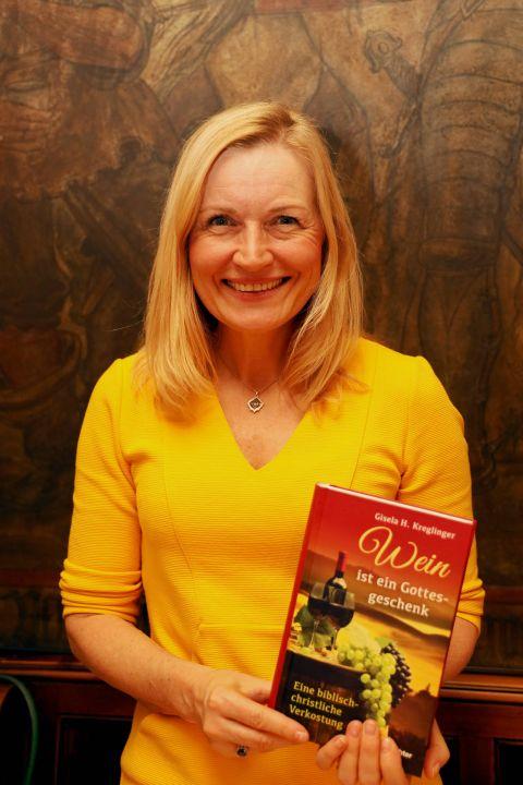 Gisela H. Kreglinger bringt in ihrem Buch die Themen Wein und Theologie auf spirituelle Weise zusammen.