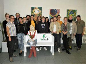 """Das Projekt """"livebooks"""" ermöglicht den Schülern der Beruflichen Oberschule Würzburg Begegnungen mit Menschen mit außergewöhnlichen Lebensgeschichten."""