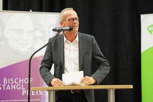 """Hochschulpfarrer Burkhard Hose wünschte allen Gruppen für die Zukunft """"viele Durchhaltevermögen""""."""