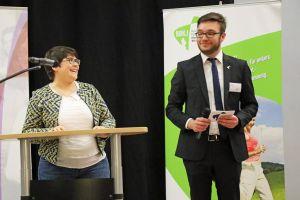Christina Lömmer und Sebastian Dietz vom BDKJ-Diözesanvorstand moderierten die Preisverleihung.