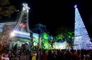 Im Gebiet Binh An im Erzbistum Saigon, in dem Pater Ngoc The Nguyen aufgewachsen ist, wird Weihnachten draußen gefeiert.. Es gibt Krippen, Stationswege und weihnachtliche Dekorationen.
