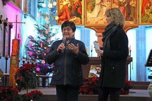 Elisabeth Nikolai (links) von der Nagelkreuz-Initiative Würzburg erzählte den Kindern und Jugendlichen, was ihre Familie beim Bombenangriff auf Würzburg am 16. März 1945 erlebte. Neben ihr Vanessa Eisert, ehrenamtliche BDKJ-Diözesanvorsitzende.