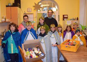 Die Sternsinger aus Theilheim haben die Würzburger Wärmestube besucht und Süßigkeiten verteilt.
