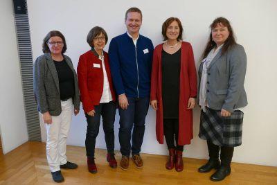 Wechsel im Ausbildungsreferat der Gemeindereferenten: Ingrid Schreiner (2.  von rechts) und Cornelia Weiser (2. von links) werden von Markus Fastenmeier abgelöst, Diözesanreferentin Roswitha Schuhmann (links) und Gesamtsprecherin Simone Dempewolf (rechts) verabschieden und begrüßen.