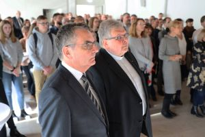 Bei einer Feierstunde im Burkardushaus wurden die Domkapitular Dr. Helmut Gabel (links) und Monsignore Dietrich Seidel als Hauptabteilungsleiter verabschiedet.