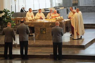 Weihbischof Ulrich Boom feierte mit rund 600 Soldatinnen und Soldaten, ihren Angehörigen und Zivilbeschäftigten der Bundeswehr einen Gottesdienst anlässlich des Weltfriedenstags.