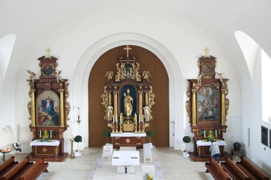 Blick in die renovierte Kirche Sankt Nikolaus in Sand.