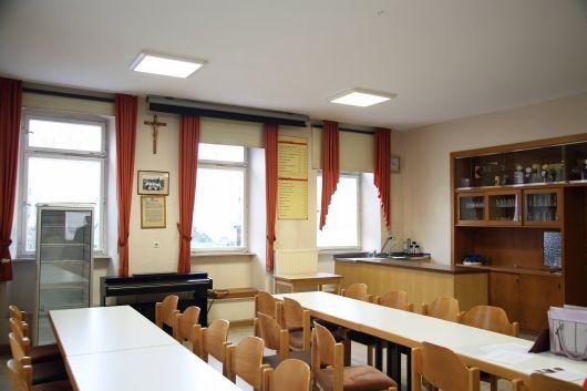 Der Saal im Pfarrheim wurde seit den 1970er Jahren nicht mehr saniert.
